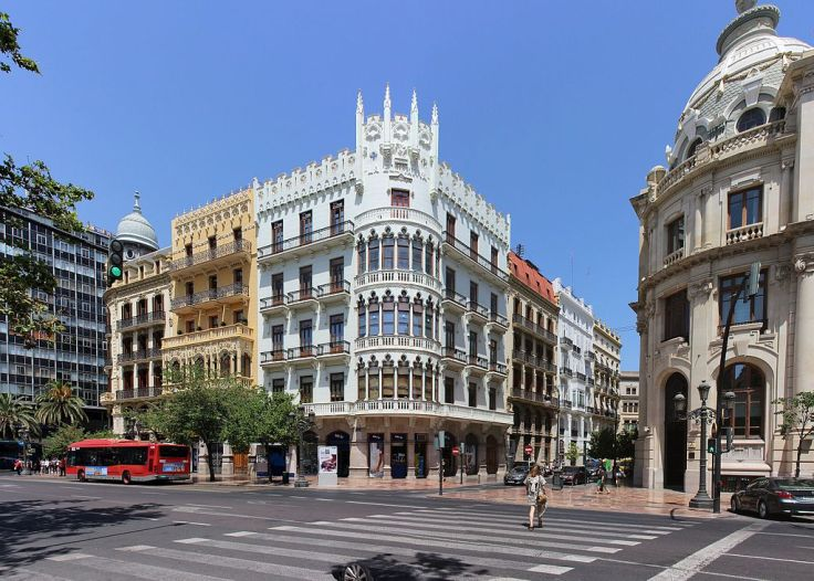 Edifici Suay. Plaça de l'Ajuntament, 23, carrer Correus, 1.